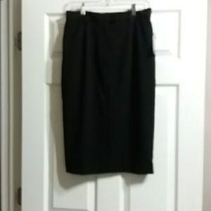 Classic pencil skirt w built in shapewear